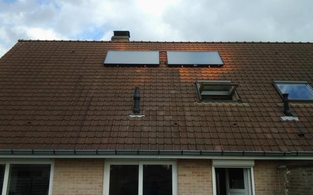 Blankenberge - zonnepanelen  opbouw zonneboiler Bulex Helioset 250L