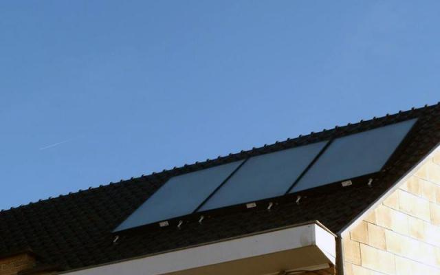 Deerlijk - zonnepanelen  opbouw zonneboiler Bulex Helioset 250L