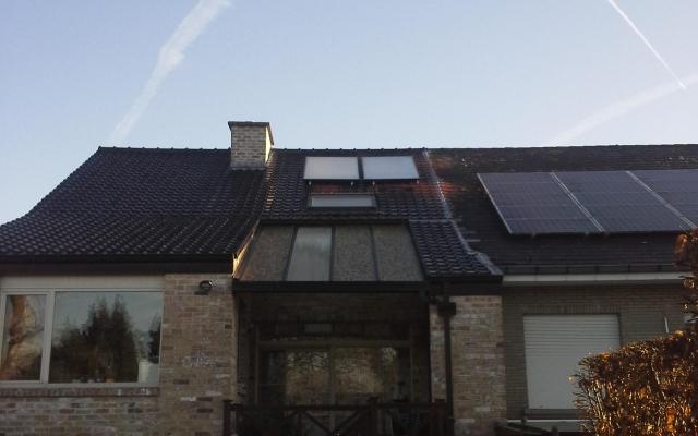 Geraardsbergen - zonnepanelen  opbouw zonneboiler Bulex Helioset 250L