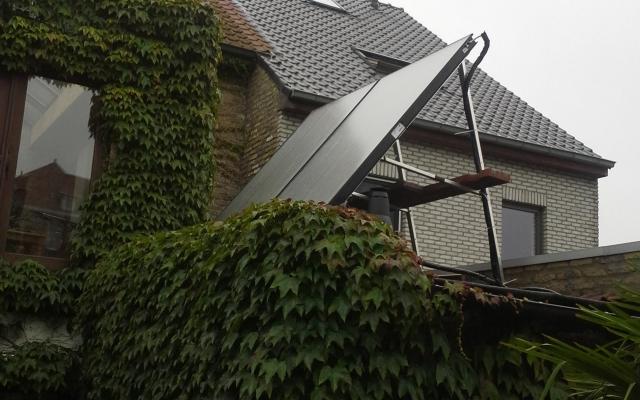 Koksijde - zonnepanelen op plat dak zonneboiler Bulex Helioset 250L