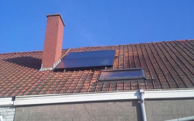 Stasegem - zonnecollectoren opbouw zonneboiler Bulex Helioset 250L