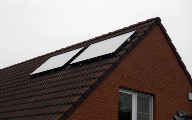 Ternat - zonnepanelen  opbouw zonneboiler Bulex Helioset 250L