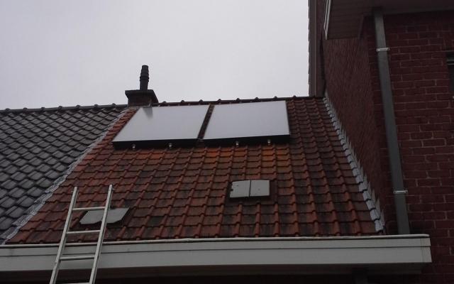 Waregem - zonnepanelen  opbouw zonneboiler Bulex Helioset 250L