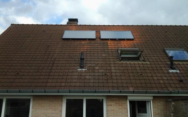 Wevelgem - zonnepanelen  opbouw zonneboiler Bulex Helioset 250L