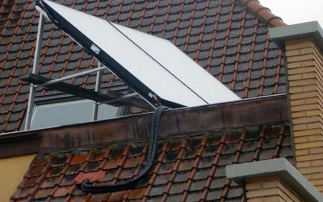 Zwevegem - zonnepanelen op plat dak zonneboiler Bulex Helioset 250L